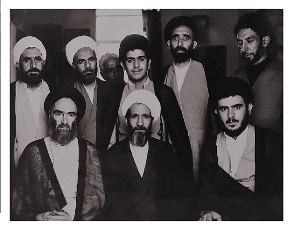 مرحوم سید جعفر مرقاتی - مرحوم خلیل قبله ای - شهید محمد تقی خویی (نشسته از راست)، مرحوم موسوی ملکی،مرحوم معصومی- شهید عبدالمجید خویی - مرحوم بصیری و یکی از علمای خوی (استاده از راست)