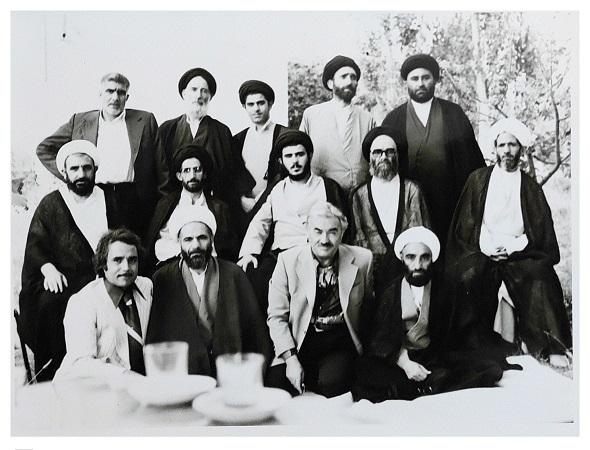 مرحوم خلیل قبله ای در معیت فرزندان ایت الله العظمی خویی و برخی از علمای شهرستان خوی