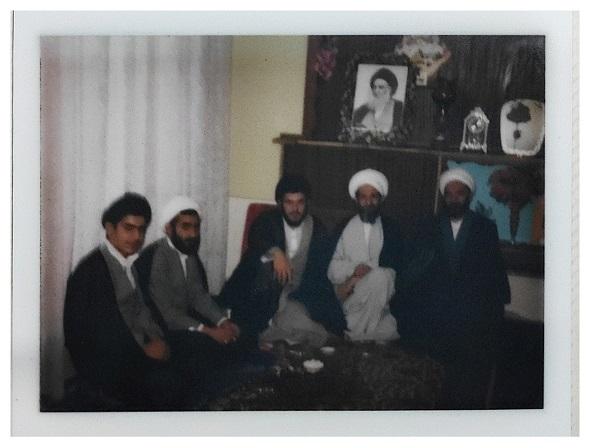 مرحوم خلیل قبله ای با اخوان شهید محمدتقی و عبدالمجید خویی